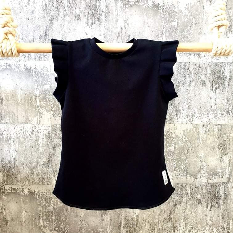 Úpletové tričko s volánikmi - čierne