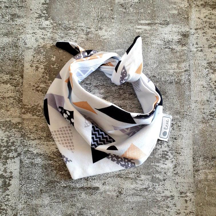 Detská šatka na krk -  trojuholníky - biela